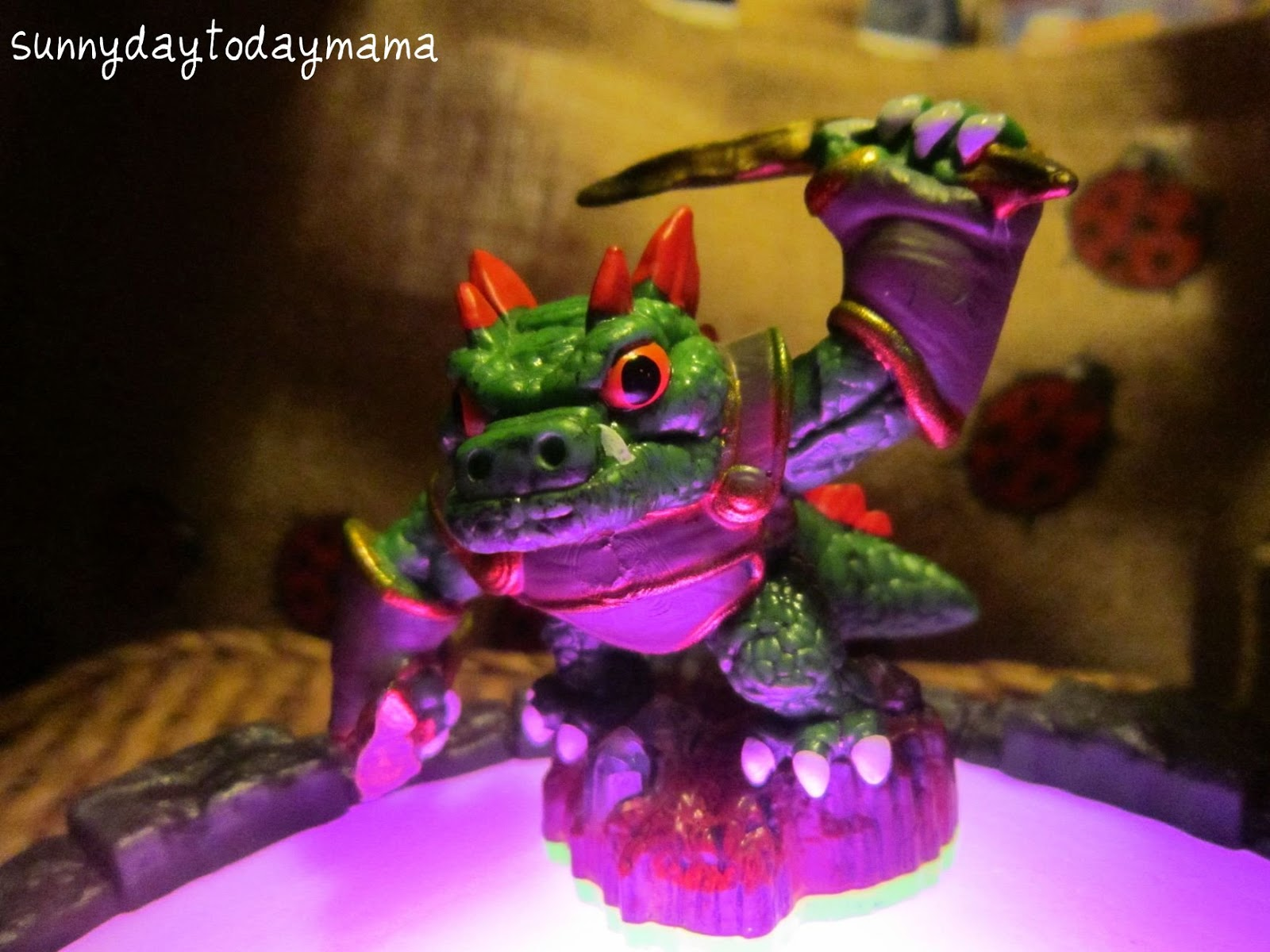 meet the skylanders dino rang card