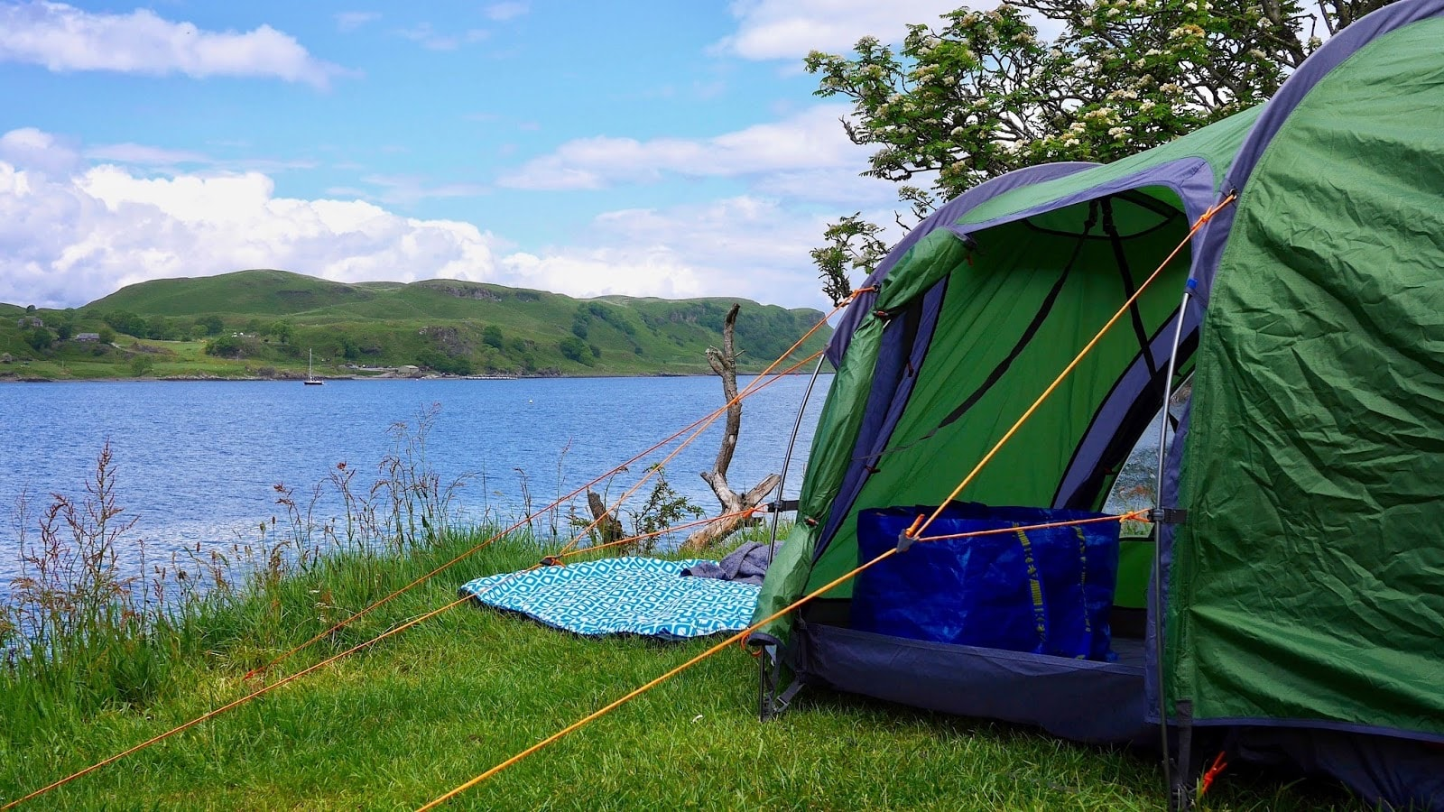 Camping in Oban beside the loch where stunning views and incredible scenery awaits, www.CalMCTravels.com, The best campsites in Scotland