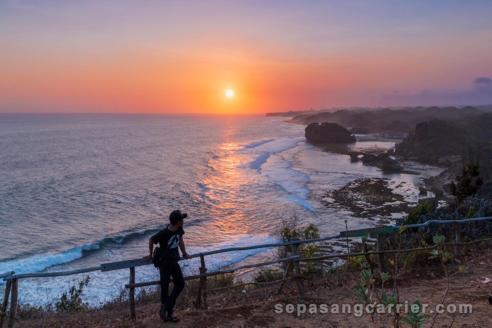 Menikmati Senja Di Puncak Kosakora Gunung Kidul Yogyakarta Sepasangcarrier