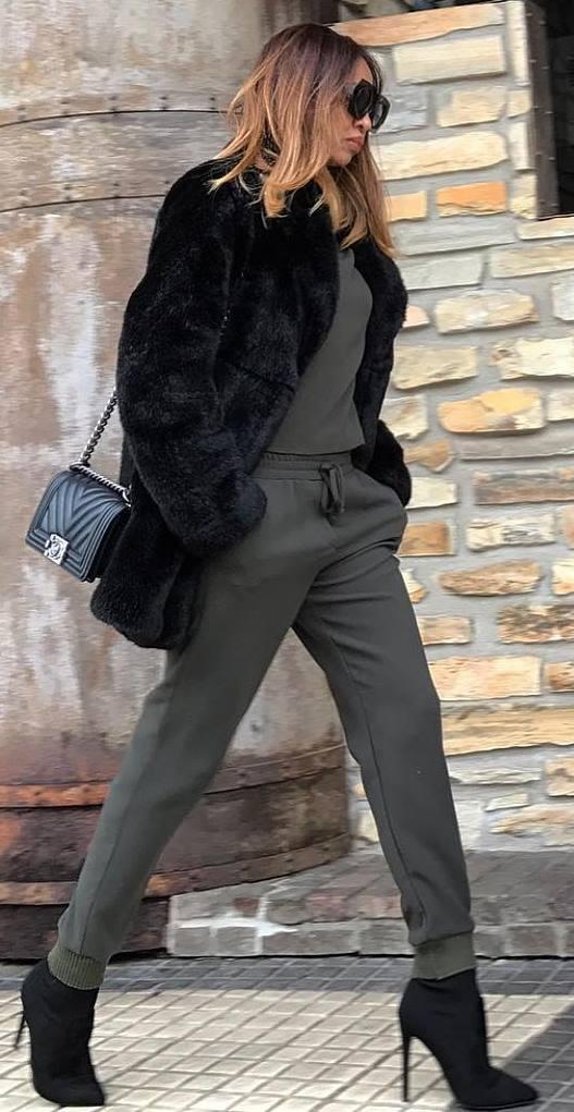 amazing winter outfit idea / bag + fur jacket + heels + pants + top