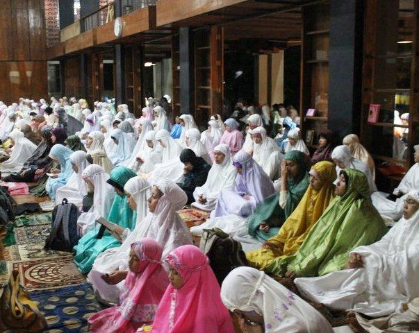 Bacaan Lengkap Doa Kamilin, Doa Setelah Shalat Tarawih Arab dan Latin