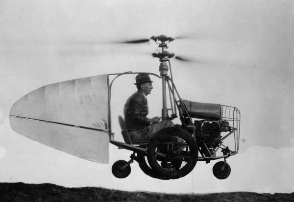Jess Dixon's Flying Auto merupakan mobil terbang pertama yang mengudara
