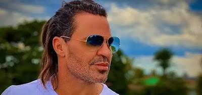 Eduardo Costa está de novo visual; O cantor colocou aplique no cabelo,