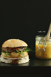 http://www.greencooking.pl/2016/02/burgery-z-czarnej-fasoli-i-kaszy.html