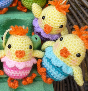 http://mojimojidesign.com/little-chirpy-chick/