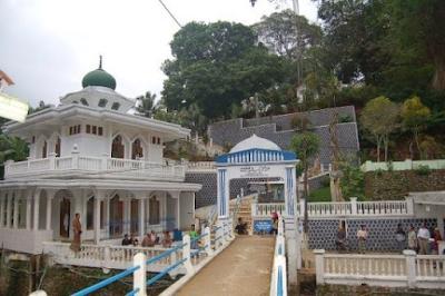 Tempat Wisata Ziarah Makam Pamijahan Tasikmalaya