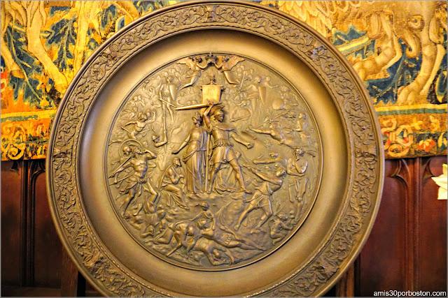 Objetos de Decoración del Salón Gótico de Marble House, Newport