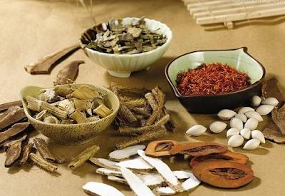 Kết hợp bấm huyệt và các bài thuốc nam để chữa bệnh trĩ
