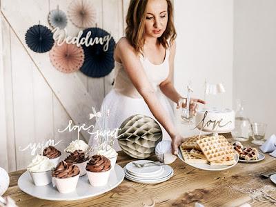 Luksusowy wieczór panieński: jak udekorować stół i pomieszczenie