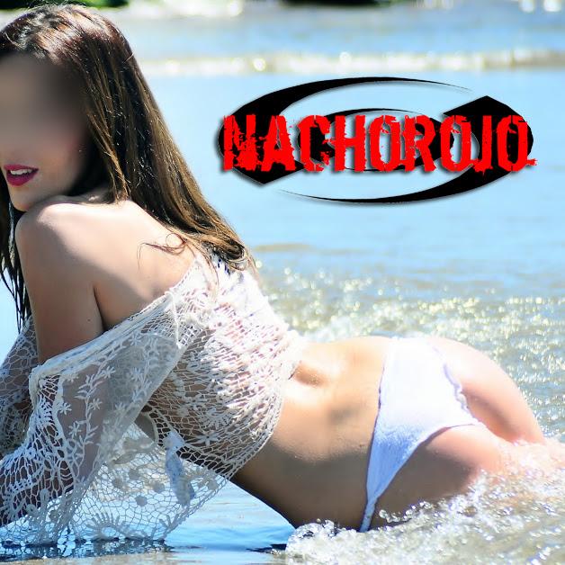 escort a la orilla de una playa de marbella