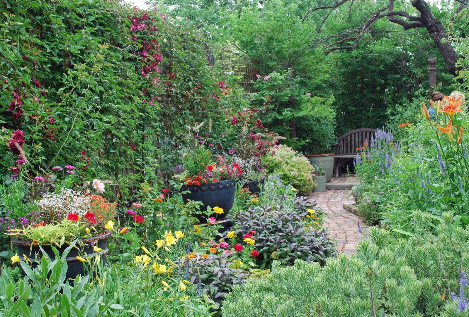 Enchanted Garden: The Art Garden: Garden Designers' Roundtable: Transitions