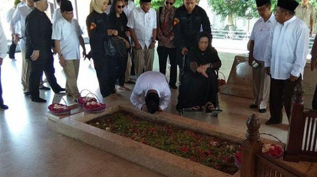 Sujud di Makam Bung Karno, Prabowo Dinasehati MUI