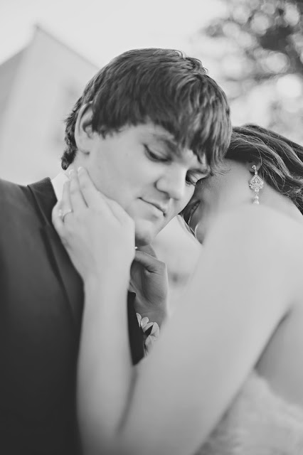 romantic delta hote sioux city wedding