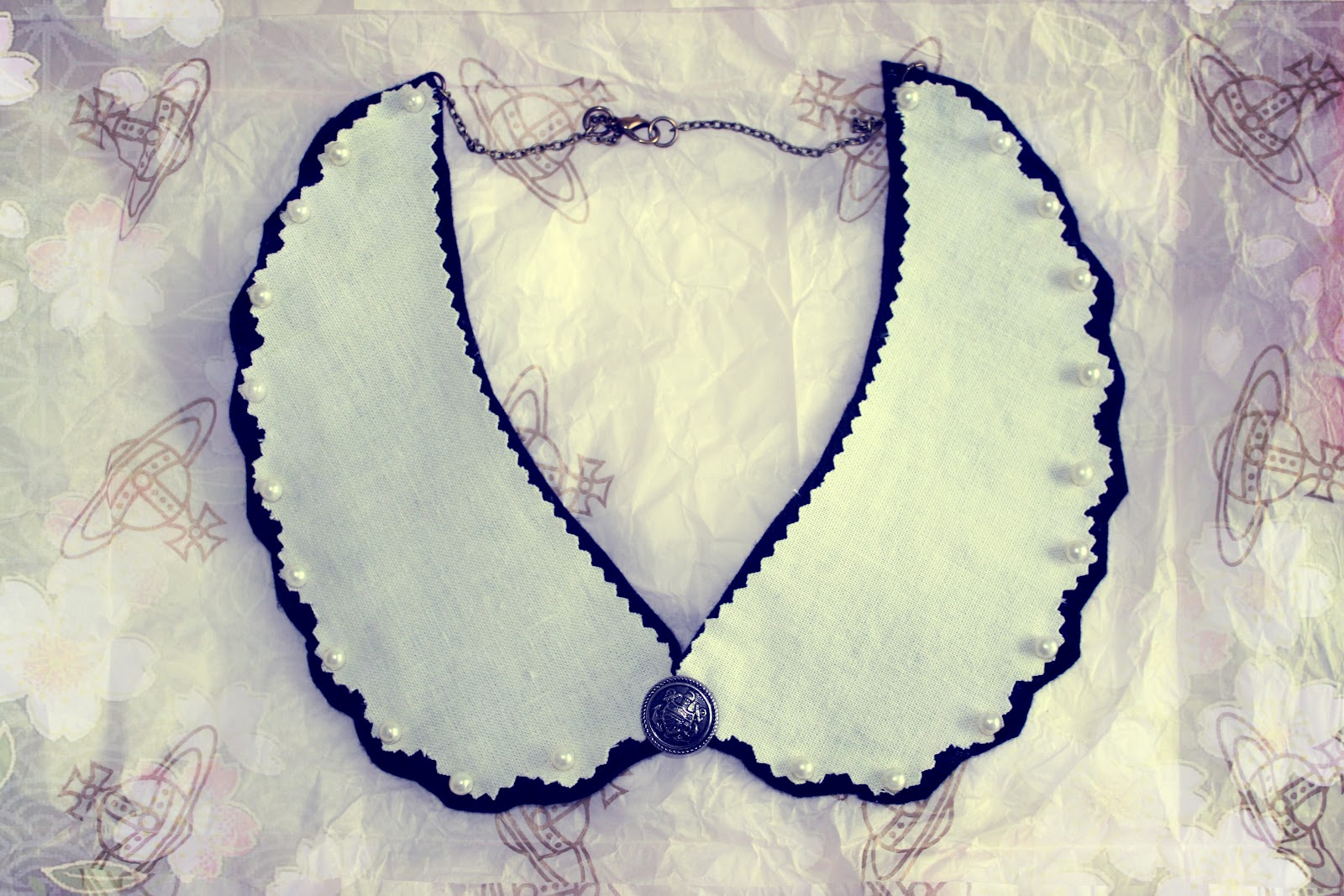 Handmade collar from Dotty Collars with pearls and scallop design