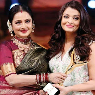 Rekha and Aishwarya during Award