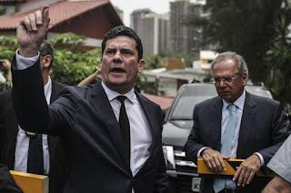 http://vnoticia.com.br/noticia/3240-sergio-moro-aceita-convite-para-ser-ministro-da-justica-no-governo-bolsonaro