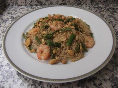 http://hoytenemosparacomer.blogspot.com/2018/05/fideos-arroz-gambas-esparragos.html