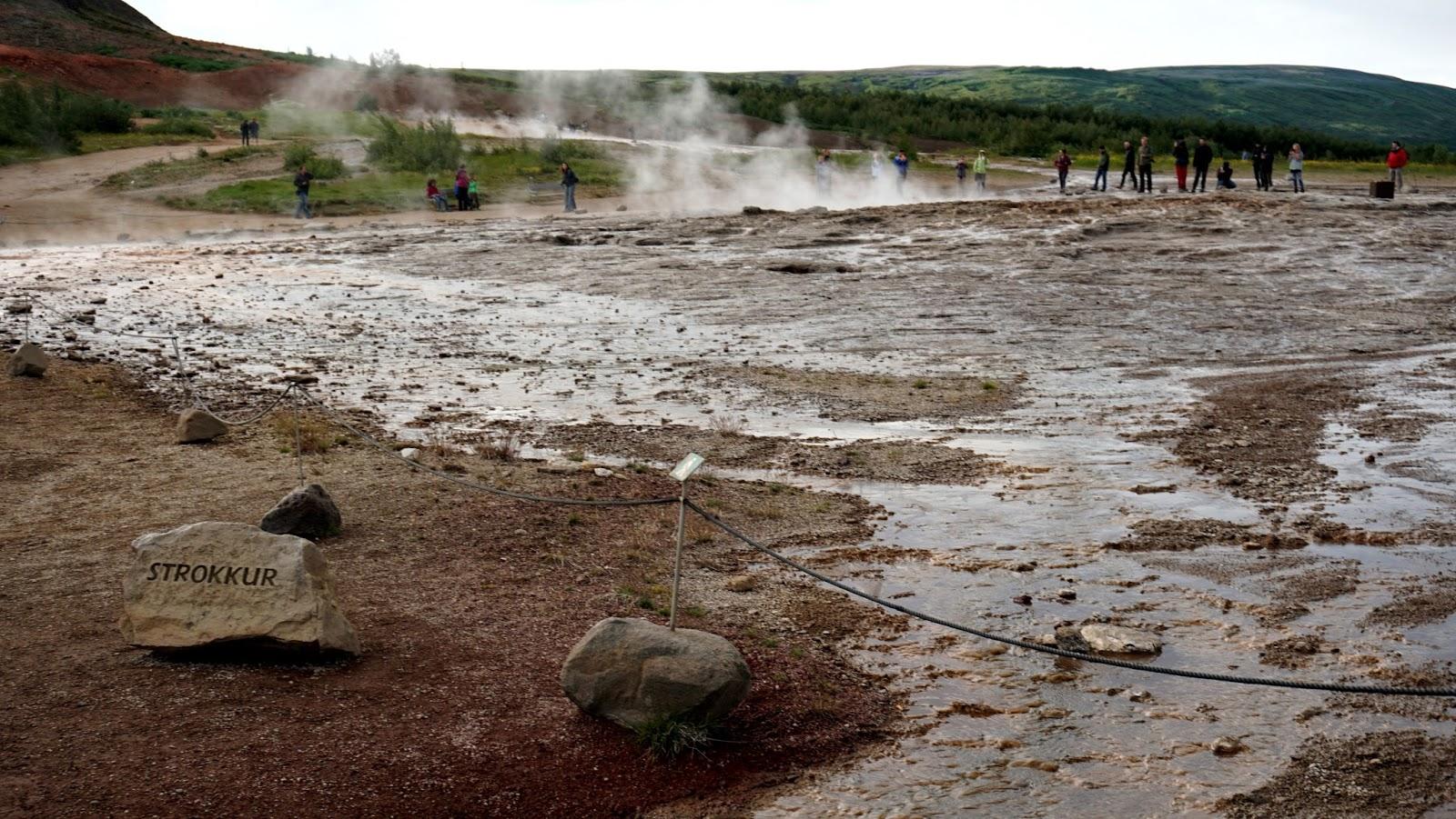 geysir, islandzkie gejzery, barierki w Islandii, wypadki w Islandii
