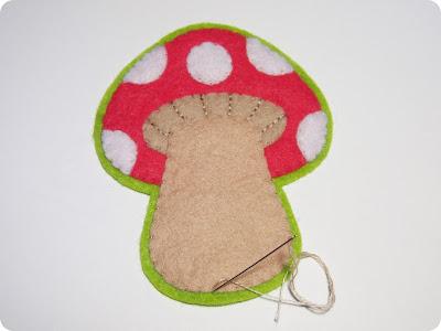 P1010100 - Casinha de Cogumelo em feltro