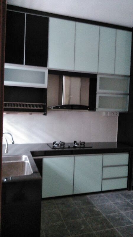 Dapur Idaman Kitchen Cabinet 3g Gl Hitam Dan Putih Dengan Aksesori Yang Mewah Wall Sehingga Ke Ceiling Lebih Dari 4 Kaki Tinggi