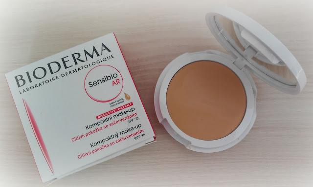 Kompaktný make-up Sensibio AR Bioderma - svetlý odtieň