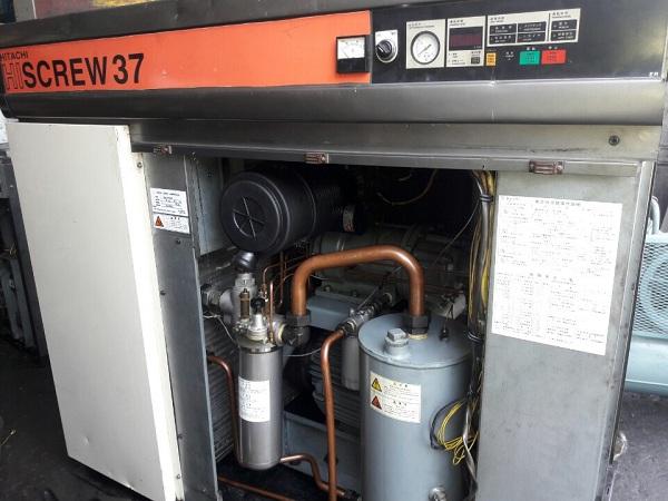 máy nén khí trục vít ngâm dầu cũ Hitachi  có hệ thống tách ẩm