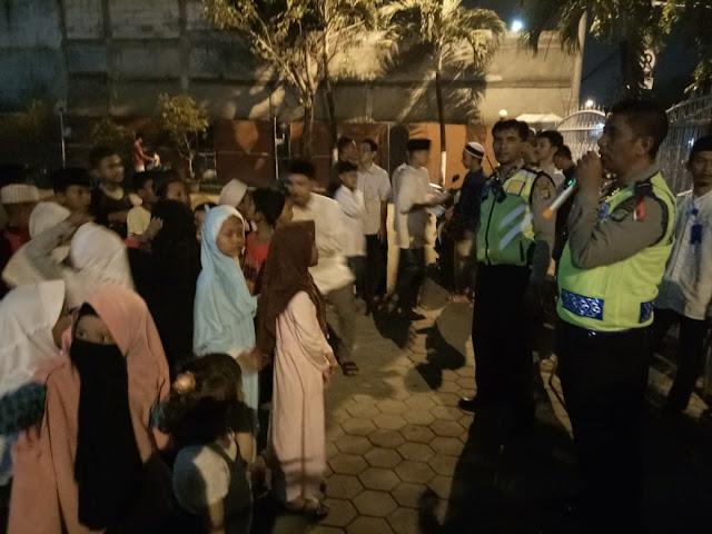 Anggota Polsek Batuceper Amankan Jalannya Pawai Obor Jelang Bulan Suci Ramadhan 1439 H/2018 M