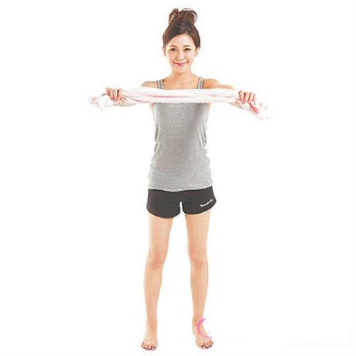 Vòng eo thon gọn với 10 phút tập với khăn mỗi ngày