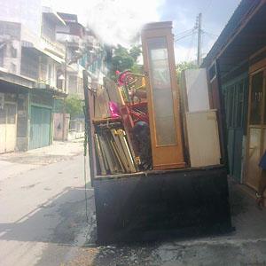 Layanan  Pindahan dengan mobil truk di Medan.