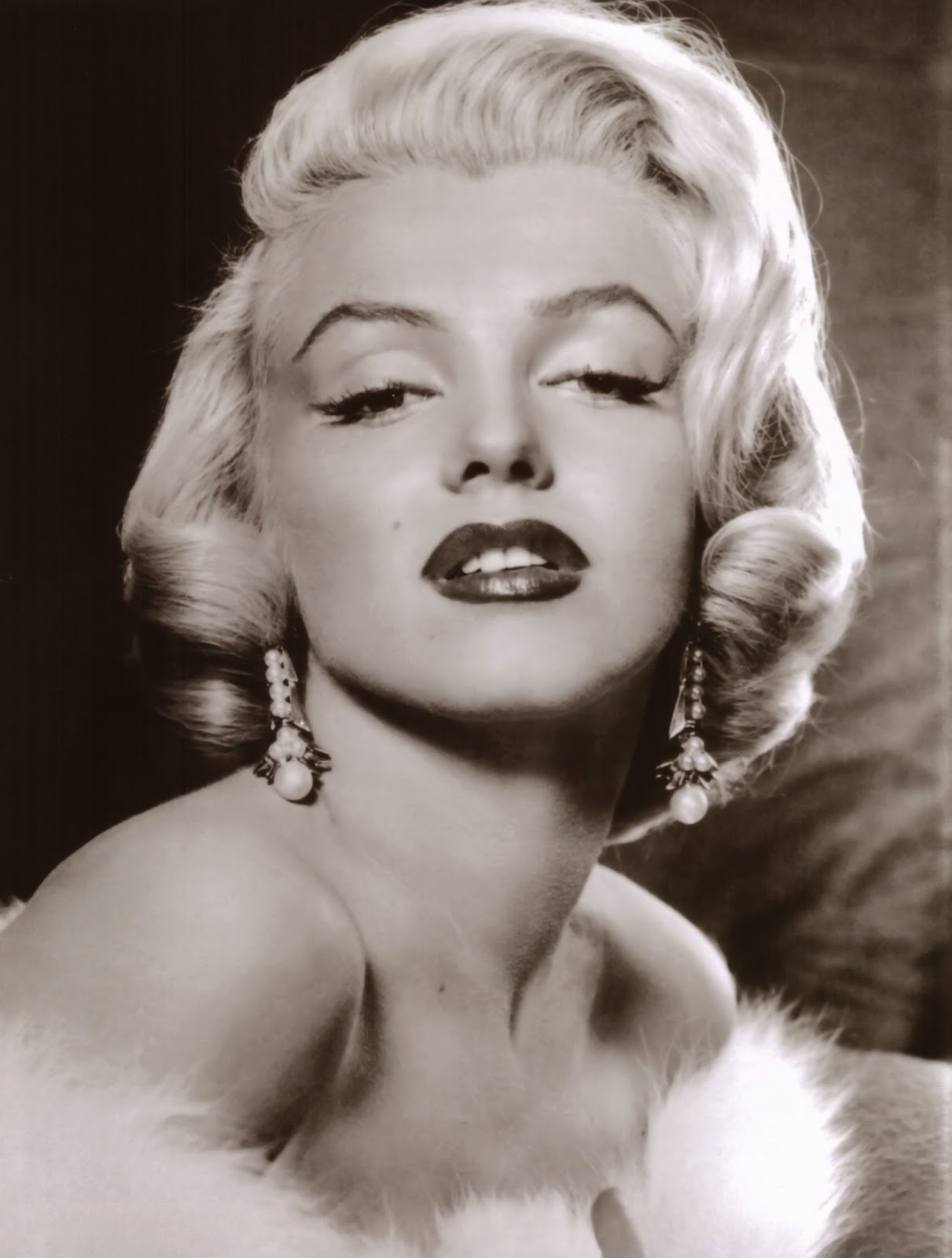 Marilyn Monroe Living Room Decor: The Raucous Royals: Becoming Marilyn…the Real Story