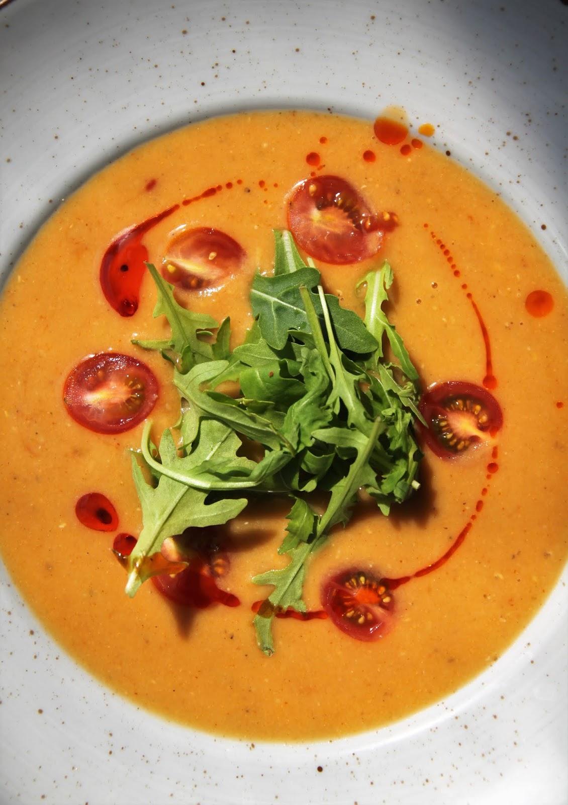 Tajska zupa z czerwonej soczewicy