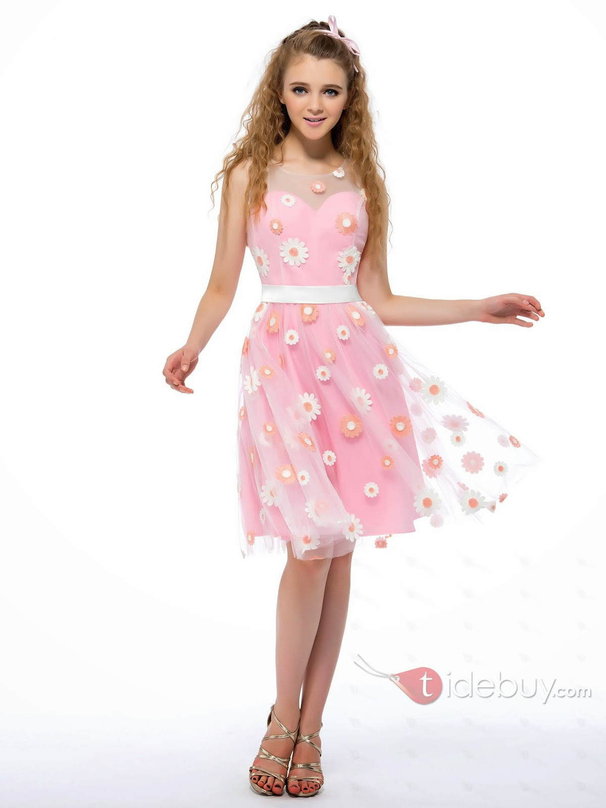 Sweet Embroidery Scoop Neckline A-Line Knee-Length Homecoming/Sweet 16 Dress
