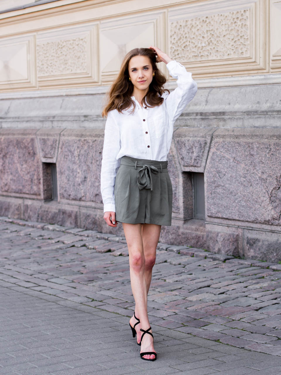 summer-trends-2019-safari-chic-linen-shirt-paperbag-shorts