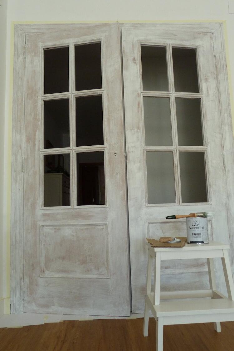 Pintar las puertas de tu hogar con chalk paint, puertas con la imprimación