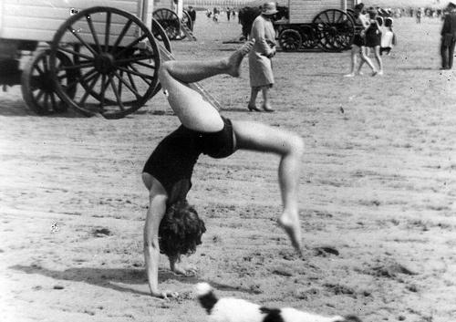Images d'Ostende. Scenes of Ostend.(1929). Henri Storck. Doctor Ojiplatico