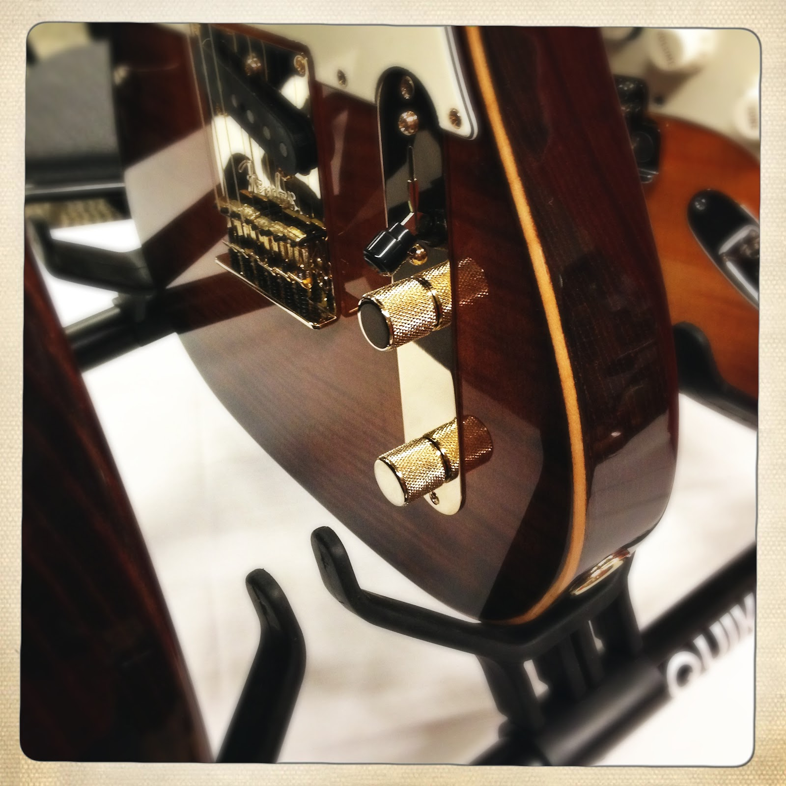 IPHONE PHOTO ROUNDUP: SEATTLE/TACOMA SPRING GUITAR SHOW