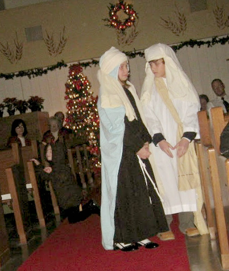 Easy no sew Joseph and Mary costumes from choir robes.