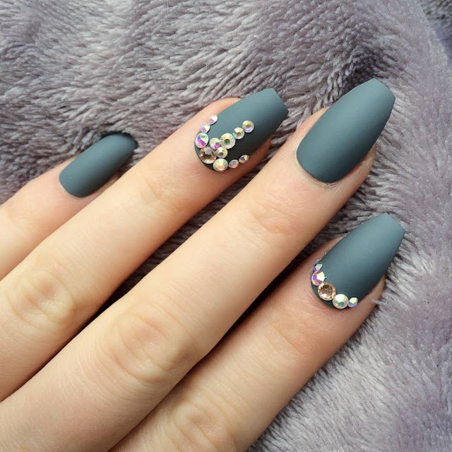 Budget beauty tips false nails do it yourself without the if you want gorgeous false nails but you cant afford the cost or dont have the time for all those visits to the beauty salon then read our guide and solutioingenieria Image collections