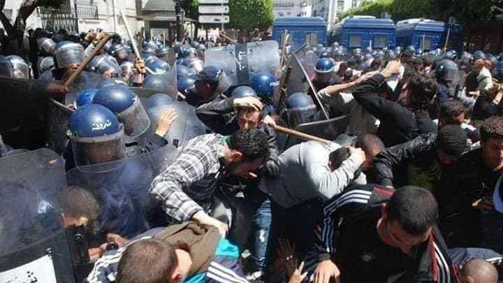 نفاق الحربائي قايد صالح يخرج تظاهرات الجزائريين عن سلميتها