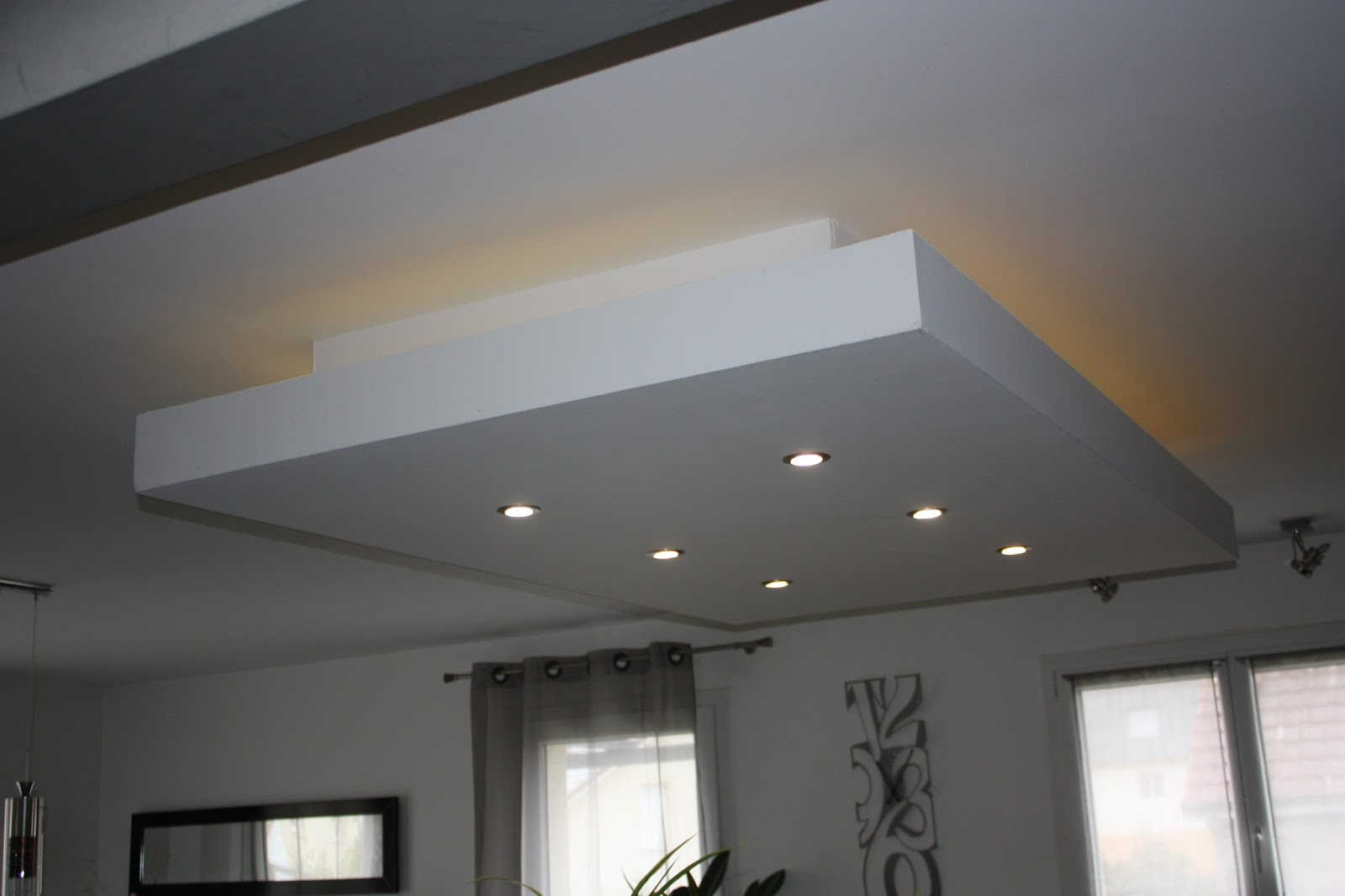 Bricolage de l 39 id e la r alisation plafond descendu for Eclairage led interieur plafond
