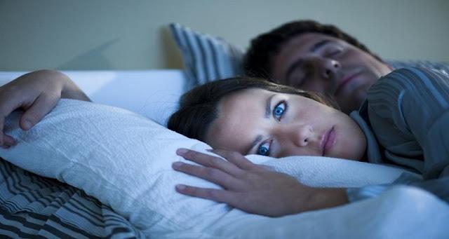 للمتزوجين فقط : لماذا يذهب بعض الرجال في سبات عميق بعد الإنتهاء من العلاقة الحميمة مع الزوجة ! شاهدو السبب !