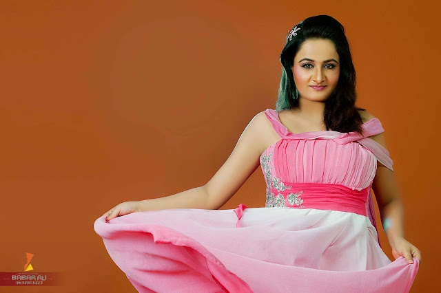"Watch the NEW look of the Actress ""Seema khan"""