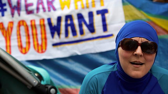Francia: restauran el derecho de las musulmanas a llevar el 'burkini' en Cannes