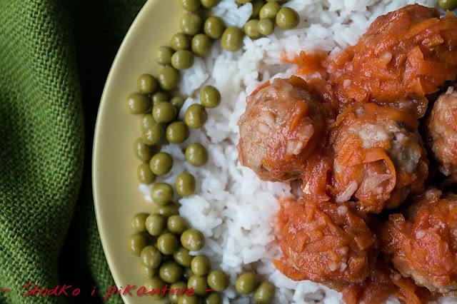 Pulpety w sosie marchewkowo-pomidorowym