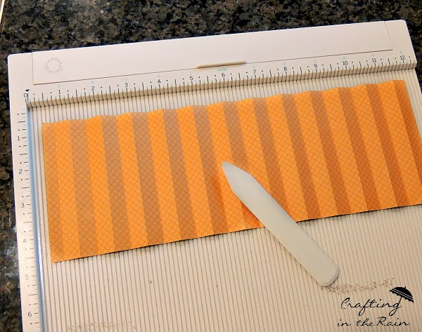 How to fold paper with scoring board