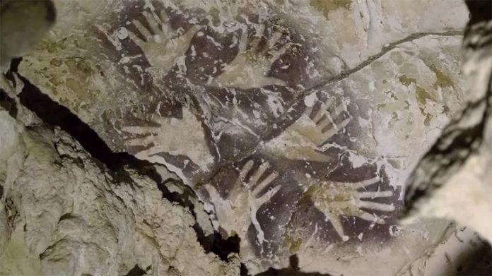 Ανακαλύφθηκε η αρχαιότερη στον κόσμο σπηλαιογραφία ηλικίας τουλάχιστον 40.000 ετών