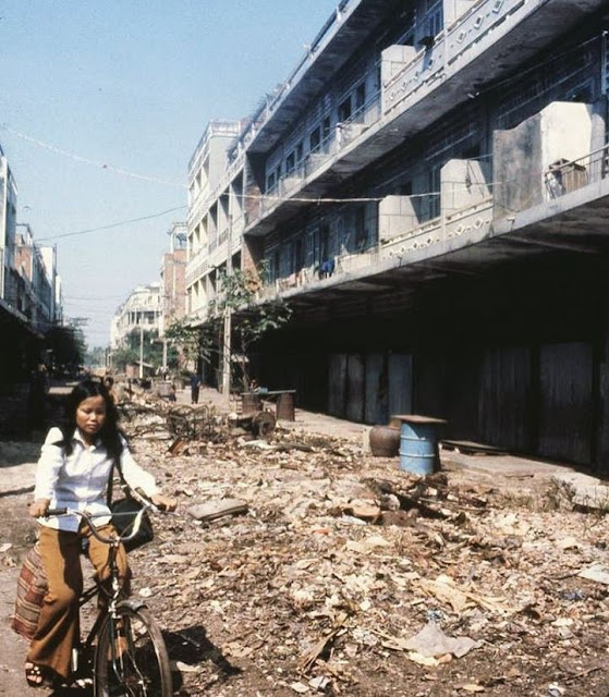 Phnom Penh en 1980 par John Burgess