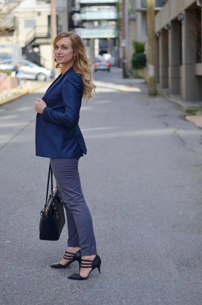 what to wear with a navy blazer women
