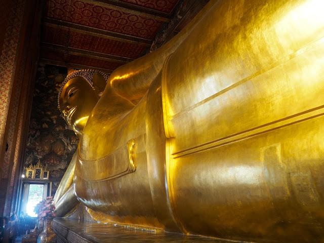 Reclining Buddha statue in Wat Pho, Bangkok, Thailand