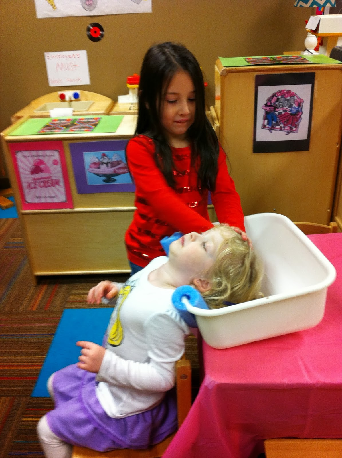 Play At American Girl: Preschool Behind The Pine Curtain: Shampoo Sink For Beauty